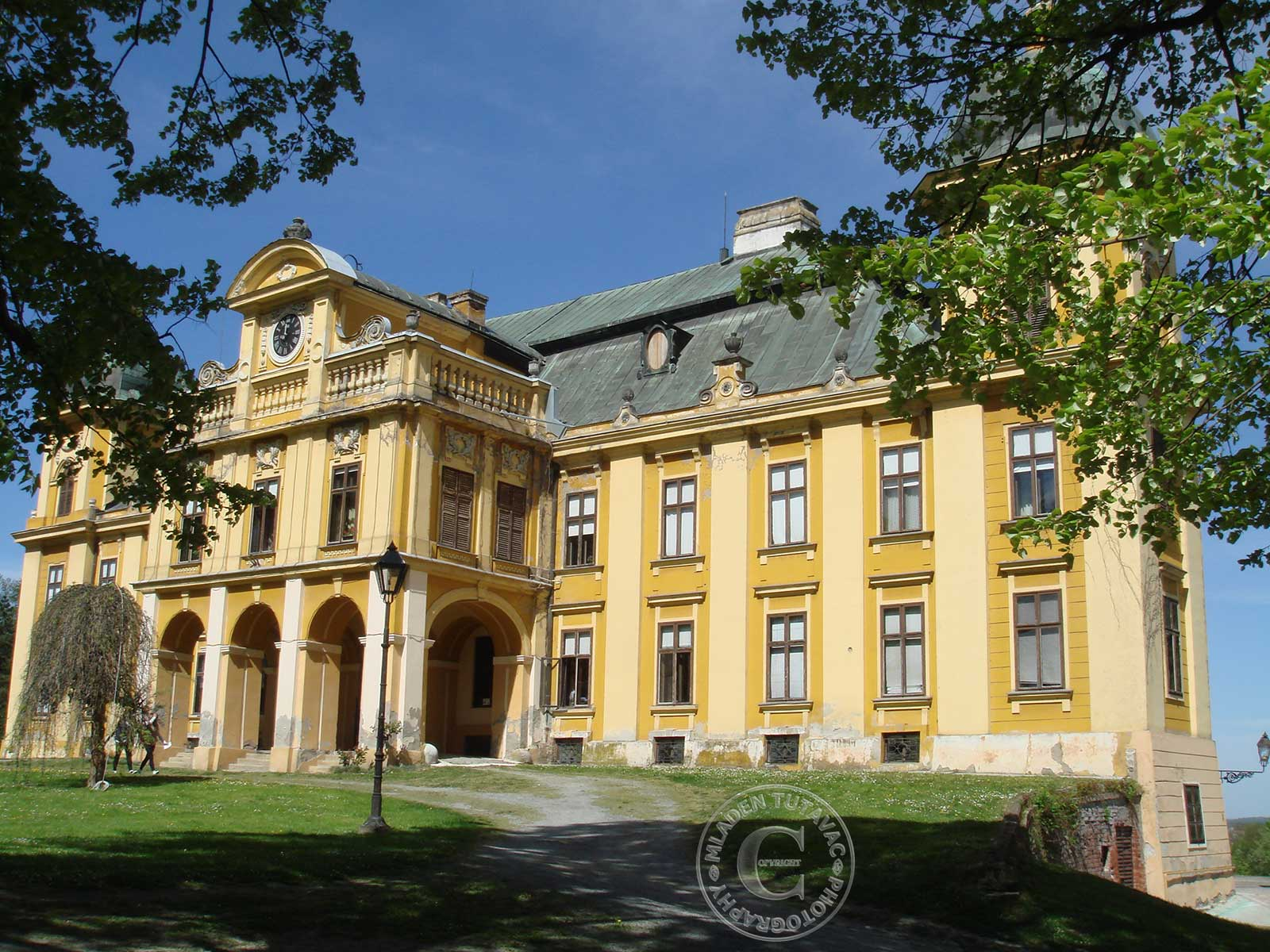 tour guide:The Great castle of the Pejacevic family in Nasice