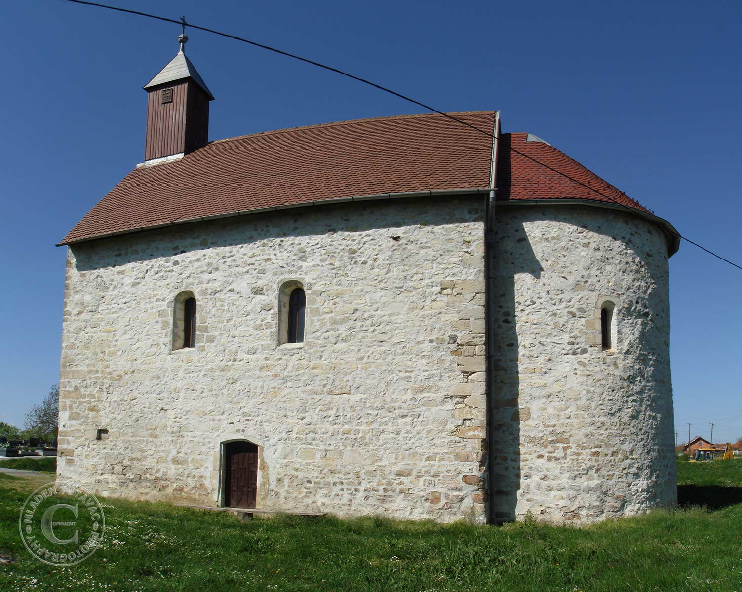 tour guide:Sv. Martin (Templar church) near Nasice
